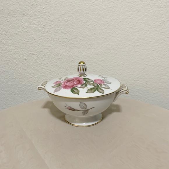 Vintage rose trinket box